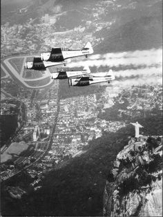 Photo of the 50. Overflight in Rio de Janeiro, with the pioneers T-6.