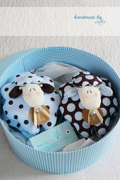 Ovejitas de tela por Sisters basándose en un patrón de Mi hogar de Patchwork http://mihogardepatchwork.blogspot.com.es/2013/04/ovejita-country.html
