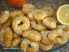 Betty's Cuisine: Κουλουράκια ελαιόλαδου με πορτοκάλι και σουσάμι