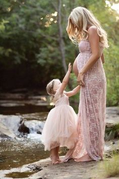 Very pretty pink lace maternity gown, and works so well with little one's ballerina dress. Dear sweet pregancy photo idea.