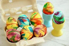 You're looking for cool egg decorating ideas for this Easter? Here are the best Unique Easter Egg Decorating ideas that we collected from our friends. Tie Dyed Easter Eggs, Cool Easter Eggs, Easter Egg Designs, Diy Ostern, Easter Crafts For Kids, Easter Ideas, Easter Decor, Coloring Easter Eggs, Easter Celebration