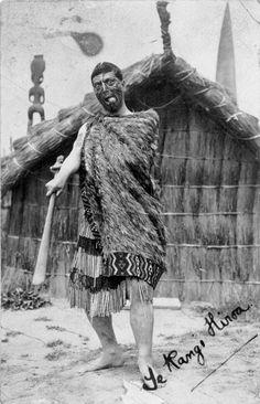 Maori Face Tattoo, Old Photos, Vintage Photos, Polynesian People, Maori People, Home History, Maori Designs, Maori Art, Bone Carving