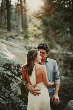 This Big Bear Lake engagement session features soft and warm light, cozy forest vibes, and perfectly casual yet stylish outfits.