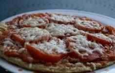 Régime Dukan (recette minceur) : Pizza à la tomate fraîche #dukan http://www.dukanaute.com/recette-pizza-a-la-tomate-fraiche-6073.html