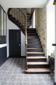 Trendy Home Decoration Hall Entrance Ideas Hallway Inspiration, Interior Inspiration, Painted Staircases, Painted Stair Risers, House Stairs, Hallway Decorating, Trendy Home, Staircase Design, Home Fashion