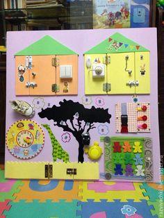 Купить Развивающая доска - Бизиборд - комбинированный, развивающая игрушка, бизиборд, Монтессори, деревянная игрушка Busy Boards For Toddlers, Board For Kids, Diy For Kids, Baby Sensory Board, Sensory Boards, Toddler Learning Activities, Sensory Activities, Busy Board Baby, Busy Boxes