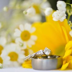 Engagement and wedding ring and wedding flowers. Utah wedding photographer. AlliChelle Photography. White gold and diamond engagement ring with daisies