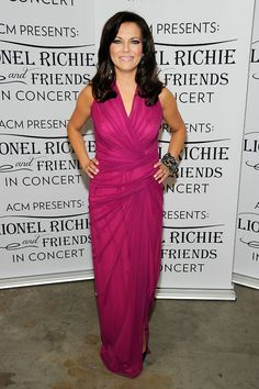 Martina McBride wore the same stack of 5 Ritani bands for ACM Presents Lionel Richie and Friends red carpet and concert Martina Mcbride, Country Female Singers, Country Music Singers, American Country Music Awards, How Many Years, Lionel Richie, Country Women, Music Mix, Red Carpet Fashion