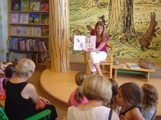 Our TOP 5 Hotlist Pro, Flower Girl World  @Lynelle Woolley takes on Chicago at Barnes & Noble book signing!