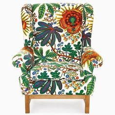 Are you sitting comfortably? Svenskt Tenn Armchair 3543 or 'Oxford' upholstered in Josef Frank's Aralia textile. Josef Frank exhibition opens 11am today. A large, boldly printed linen cretonne for its time, Aralia was designed by Frank for a Haus & Garten interior scheme around 1928. The Oxford or Armchair 3543 is one of Svenskt Tenn's 20th century classics and was designed by Ragnar Helsén during the late 1960s. It was a wing chair with a classic cut but also a seating furniture of its…