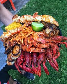 Try bringing our to your next seafood feast for a unique and perfectly balanced dipping sauce! Grab your today from ! Link in bio. Credit to - SEAFOOD PLATTER GOALS . I Love Food, Good Food, Yummy Food, Granada, Seafood Boil Recipes, Food Porn, Boiled Food, Seafood Platter, Grilled Seafood