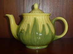 Shawnee Corn Teapotmy mother-in-law has the complete set of this design! d click the image or link for more info. Modern Ceramics, Contemporary Ceramics, Teapot Cookies, Shawnee Pottery, Corn Dishes, Cute Teapot, Vintage Pottery, Vintage Dishware, Food Themes