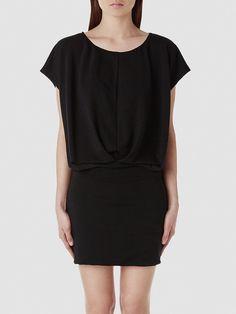 Selected Femme - Oberteil in Oversize - Körperbetonter Abschluss - 62% Polyester, 33% Viskose, 5% Elastan - Elastisches Taillenband - Drapierung an der Vorderpartie - Leicht zart - Kleid im Jerseystil Das Model ist 179 cm und trägt Größe M/38.  Dieses Kleid ist aufgrund der kontrastreichen Details und der strahlend weißen Farbe sehr aufregend. Das Kleid-Oberteil in Oversize und der figurbetonen...