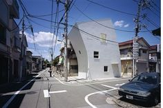 Love this cool tilted house design by TNA Architects in Japan. Residential Architecture, Modern Architecture, Las Vegas City, House Plans One Story, Picture Story, Japan, House Goals, Mosaic, Street View