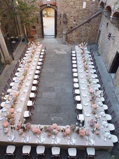 Amazing U shape table Tavolo a forma di ferro di cavallo Wedding in Tuscany Matrimonio in Toscana