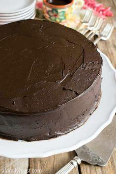 Nanny's Black Midnight Cake Dark Chocolate Cakes, Chocolate Desserts, Chocolate Heaven, Chocolate Buttercream, Buttercream Frosting, Hot Chocolate, Köstliche Desserts, Delicious Desserts, Dessert Sauces