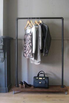 Industrieel kledingrek