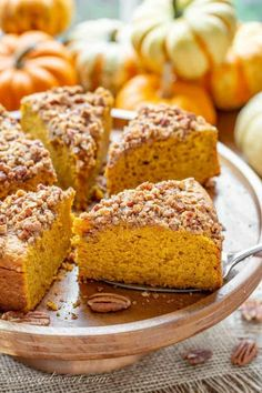 Pumpkin Breakfast Cake with Pecan Crumble #pumpkin #breakfastcake #pecan