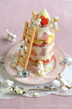 10 colorful and creative novelty desserts from around the globe, like Cat Cakes in Japan. 10 colorful and creative novelty desserts from around the globe, like Cat Cakes in Japan. Creative Desserts, Cute Desserts, Creative Food, Dessert Recipes, Dessert Ideas, Sushi Recipes, Gourmet Desserts, Plated Desserts, Japanese Sweets