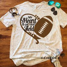 My Heart is on That Field T-shirt Football Mom Football Raglan Foot Simple Desi… – American Football Football Girlfriend Shirts, Sports Mom Shirts, Football Shirts, Football Boyfriend, Football Tshirt Designs, Graphic T Shirts, Raglan, Sport Motivation, American Football