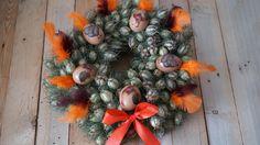 Oranžový věnec z černuchy - Na vajíčka jsme použili techniku decoupage. Věnec jsme vyrobili ze sušené černuchy. ( DIY, Hobby, Crafts, Homemade, Handmade, Creative, Ideas, Handy hands) Decoupage, Christmas Wreaths, Easter, Holiday Decor, Crafts, Diy, Home Decor, Christmas Swags, Build Your Own