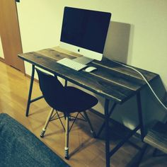 シェルチェア IKEAの脚で机をDIYのインテリア実例