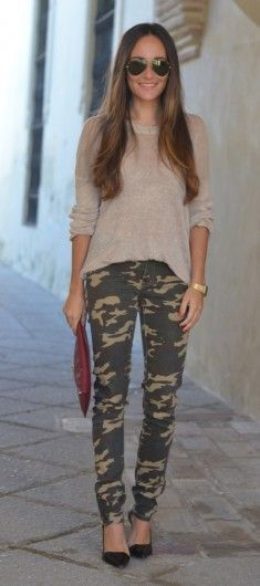 25 Badass Ways to Style Camo Pants - 25 Ways to Style Camo Pants Throughout the Fall Camo Leggings Outfit, Camo Outfits, Legging Outfits, Camo Skinnies, Joggers Outfit, Camouflage Fashion, Camo Fashion, Fashion Outfits, Womens Fashion