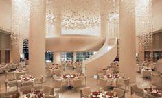 THEhotel, Las Vegas: Las Vegas, die Stadt der Superlative, die niemals schläft, Eldorado für Vergnügungssüchtige und schnelle Jawort-Geber, schräge Hotels, Endlos-Partys in angesagten Clubs, labyrinthartig konzipierte Casinos, aus denen man nicht mehr entkommt. http://www.luxuszeit.com/hotelbewertung/thehotel-las-vegas.html