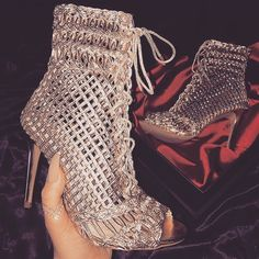 These Peep toe booties give me chills 🥀Pinterest :Thatsmarsb <- FOLLOW FOR MORE!