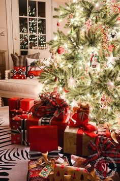 Are you looking for inspiration for christmas aesthetic?Check this out for unique Christmas inspiration.May the season bring you serenity. Christmas Night, Noel Christmas, Merry Little Christmas, Christmas Wrapping, Country Christmas, Christmas Mantles, Vintage Christmas, Victorian Christmas, Christmas Tree Presents