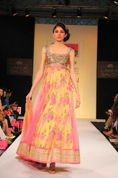 The soft hues in this Anarkali r lukin lovely..!! Anushree Reddy for LFW