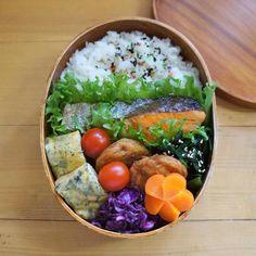 いいね!75件、コメント1件 ― こむぎこさん(@komugiko322)のInstagramアカウント: 「. 久しぶりの焼き鮭おべん . 明日の午後はパパがお休みとれたので、今日が今週最後のお弁当です☺ . 3連休もあるしうれしいなー♩…」