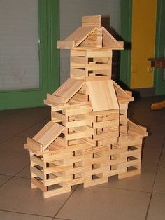 Maison chinoise en Kapla by --Nicolas--, via Flickr Block Area, Wood Toys, Wood Blocks, Toddler Activities, Kids And Parenting, Legos, Plank, Art Lessons, Diy And Crafts