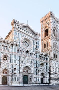 Florence (The Cathedral of Santa Maria del Fiore) Cathedral Santa Maria del Fiore . Sacred Architecture, Architecture Antique, Santa Maria, Cool Places To Visit, Places To Travel, Travel Destinations, Florence Tours, Florence Cathedral, Italy Travel