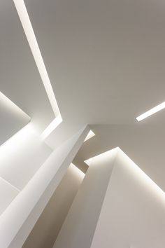 [A3N] : The ceiling of the Maserati showroom in Ghent (Belgium) Gorges / Michel Guyot Photographer