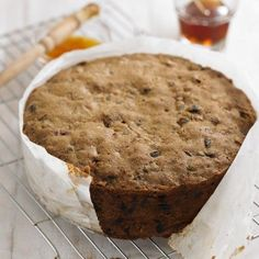 This Traditional Rich Fruit Cake recipe is perfect for a Christmas, birthday or wedding cake. It matures well, so make as soon as you can and feed with a tablespoon or two of brandy every week; pierce the cake all over with a cocktail stick and pour over Fudge, Fruit Wedding Cake, Wedding Cakes, Wedding Desserts, Cake Recipes, Dessert Recipes, Christmas Cooking, Christmas Recipes, Cupcake Cakes