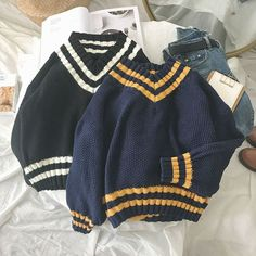 Vintage Jumper, Japan Outfit, Kawaii Clothes, College Fashion, Aesthetic Fashion, Winter Wear, Fashion Wear, Sweater Weather, Korean Fashion