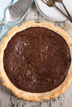 Chocolate Fudge Pie is an easy fudge pie recipe that's totally homemade! This easy chocolate pie recipe tastes like a melted brownie! Chocolate Fudge Pie, Fudge Brownie Pie, Chocolate Roll, Chocolate Peanuts, Chocolate Peanut Butter, Dessert Cake Recipes, Pie Dessert, Easy Desserts, Delicious Desserts