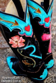 Let 'Er Buck custom hand painted cowboy boots by Hopscotch Dandelions Cowgirl Style, Cowgirl Boots, Cowboy Hats, Gypsy Cowgirl, Cowboy Boot, Look Fashion, Fashion Boots, Cowgirl Fashion, Cowgirl Clothing
