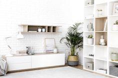 Mueble tv Lund | ¡El mueble ideal para tu televisión!  Un bonito y práctico mueble de TV perfecto como módulo de almacenaje gracias a su puerta abatible y sus dos cómodos cajones. Combínalo con el estante Lund, ¡te encantará el resultado! Estructura de melamina con acabado en madera y frontales lacados en blanco.    * Este mueble de TV puede modificarse a tu gusto. Consúltanos para conocer todos nuestros acabados y modelos disponibles.  *** Producto fabricado en España ***