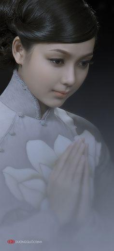 CD by Duong Quoc Dinh on 500pxこの人も綺麗な人ですね。ごく自然な感じでとても良いです。本当に美しい人は瞳そのものが綺麗です。心の内が映し出されるのでしょう。