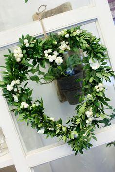wreath on wndow