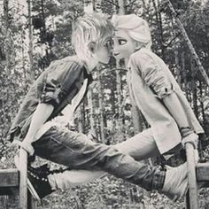 Jack Frost and Elsa, modern. Elsa Y Jack Frost, Jack Frost And Elsa, Disney Princess Fashion, Disney Princess Frozen, Modern Princess, Princess Art, Jelsa, Movie Couples, Cute Couples