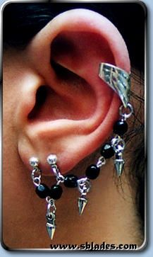 Spike Earcuff Earring for double pierced lobe and non-pierced upper-ear. Upper-stud available for basic cartilage piercings. Lobe Piercing, Cartilage Piercings, Punk Looks, Gothic Halloween, Chain Mail, Black Glass, Earrings Handmade, Chains, Glass Beads