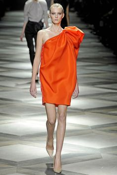 Lanvin Spring 2009 Ready-to-Wear Fashion Show Collection: See the complete Lanvin Spring 2009 Ready-to-Wear collection. Look 6 Spring Fashion Trends, Runway Fashion, Fashion Models, Fashion Show, Fashion Design, Most Beautiful Dresses, Beautiful Outfits, Lanvin, Mode Orange