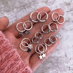 Triple stud earlobe piercing - Yellow/Rose Gold Vermeil - Industrial minimal chain earring- Dainty Ear Climber - Handmade in the UK - Custom Jewelry Ideas Teen Jewelry, Dainty Jewelry, Cute Jewelry, Jewelry Accessories, Fashion Jewelry, Jewelry Design, Pretty Ear Piercings, Accesorios Casual, Chain Earrings