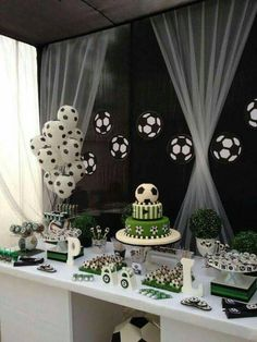 This is the perfect idea for great decoration in our next . Soccer Birthday Parties, Football Birthday, Soccer Party, Sports Party, Birthday Party Themes, Birthday Ideas, Soccer Baby Showers, Soccer Birthday Cakes, Soccer Cake