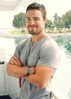 Stephen Amell - Dweeb though he may be, he does have an adorable smile.) Stephen Amell - Dweeb though he may be, he does have an adorable smile. Stephen Amell Arrow, Arrow Oliver, Green Arrow, Stephen Amell Workout, Supergirl, Gorgeous Men, Beautiful People, Dead Gorgeous, Hello Gorgeous