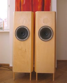 Philips 9710 in open baffle.  I enjoy vintage Philips full-range  speakers.