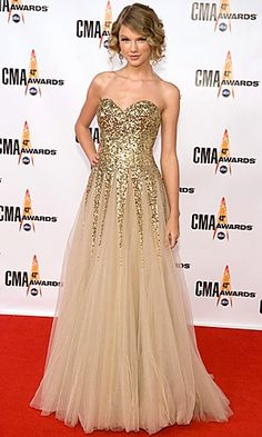 Taylor Swift in Reem Acra at the 2009 CMAS